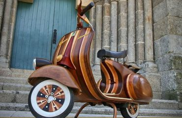 Vespa daniella: vespa made out of wood